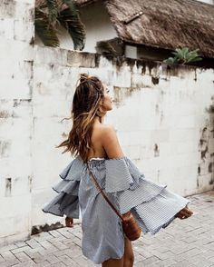 "JULIE SARIÑANA (@sincerelyjules) na Instagramie: ""Summer dress, summer fun! 🌴 / shop this dress here: http://liketk.it/2rLZr #liketkit"""