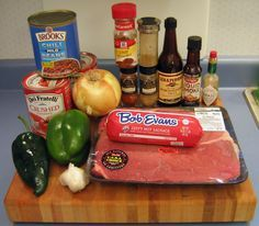 This award-winning chili recipe has won many awards, chili cook-offs, and it goes great with football. Use this recipe to feed a crowd without spending a lot. Chilli Recipes, Soup Recipes, Great Recipes, Crockpot Recipes, Cooking Recipes, Favorite Recipes, Bulk Cooking, Cooking Classes, Recipe Ideas
