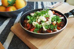 Bakłażan w pomidorach – pomysł na szybką kolację! Bruschetta, Salsa, Mexican, Ethnic Recipes, Food, Diet, Recipe, Gravy, Salsa Music