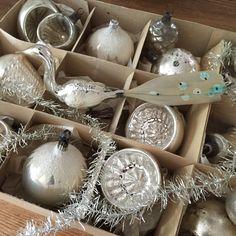 Lovely antique chrismas glass ornaments from my private collection. Jennysvitavillervalla.blogspot.se