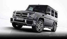 From the new G63 AMG, now it is the first official pictures. On the US-American press site of Mercedes-Benz they were published recently. This is especially the grille of the new AMG version of the G-Class. This is provided with a double blade. There are also new bumpers and air intakes, the sting is no less striking. The G63 AMG rolls on 20-inch wheels and is equipped with red brake calipers.