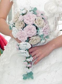 Brides beaded bouquet French Beaded Flowers, Crochet Flowers, Diy Arts And Crafts, Bead Crafts, Beaded Bouquet, Beaded Christmas Ornaments, Flower Bouquet Wedding, Bead Art, Bead Weaving