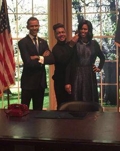 Primera dama de los Estados Unidos Michelle LaVaughn Robinson Obama (17 de enero de 1964) es una abogada estadounidense esposa del cuadragésimo cuarto y actual presidente de Estados Unidos Barack Obama y hasta el momento única primera dama afroamericana de su país.  Michelle nació y creció en la zona sur de Chicago y se graduó en las universidades de Princeton y Harvard. Después de completar su formación académica trabajó en el despacho de abogados Sidley Austin en Chicago donde conoció a su…