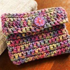 Carteirinha linda ❤️   Credits From: http://www.redheart.com/free-patterns/crochet-change-purse.   #inspiração #pinterestinspired #artesacraft