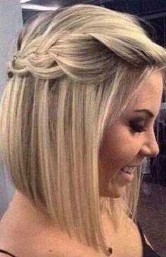 Las trenzas siguen de moda y puedes llevarlas en un pelo corto. Se llevan a un costado para un look romántico o enmarcando tu rostro, en l... #peinadosalcostado