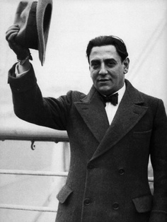 Tito Schipa, THE Tenore di Grazia! Without the real money notes in his range, and with a somewhat husky voice, he epitomized all that which matters to his fach; Legato, enunciation and above all: STYLE!!! Ernesto, Nemorino, Ruggiero, Werther... A true artist. His recording of Ernesto is simply stunning!!