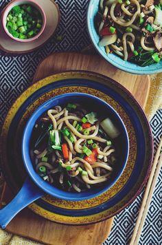 I adore cinnamon- subiektywny blog kulinarny o zapachu cynamonu: Japońskie Yaki Udon Yaki Udon, Cooking, Ethnic Recipes, Blog, Kitchen, Blogging, Brewing, Cuisine, Cook
