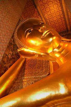 Wat Po - The Temple of the reclining Buddhaa. Was there in 2002, the statue is massive!
