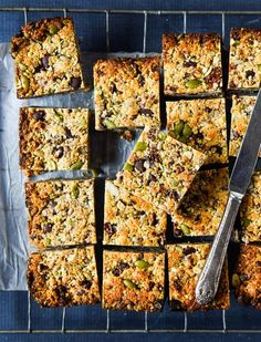 School Muesli Bars with Thermomix Instructions ~ Wholefood Simply - Deringa Paleo Muesli, Gluten Free Muesli, Healthy Muesli Bar Recipe, Muesli Recipe, Thermomix Recipes Healthy, Whole Food Recipes, Snack Recipes, Thermomix Desserts, Cooking Recipes