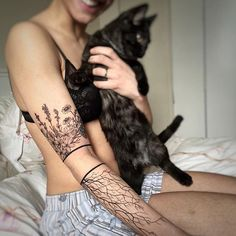 Tattoo Designs Women Just Can't Resist Botanical arm piece by G.NO Holy monkeys, I love how delicate the band is and the roots at the bottom. Form Tattoo, 100 Tattoo, Shape Tattoo, Sternum Tattoo, Creative Tattoos, Unique Tattoos, Beautiful Tattoos, Small Tattoos, Feminine Arm Tattoos