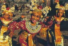Balinese ornate fashion ~ ever so present in culture and dance!