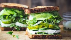 il Green Toast è un panino buonissimo che se condiviso con gli amici al tramonto può straformarsi in un'ottima e sana idea per l'aperitivo!