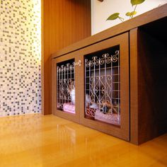 Dog crate under desk.  LOVE the doors and the clean lines of the desk/counter. パピヨン2匹の家