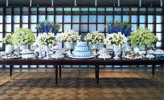 Mesa doce azul e branca
