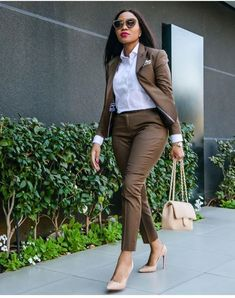 Simple tips to look more stylish in your work clothes Office Outfits Women, Stylish Work Outfits, Classy Outfits, Chic Outfits, Office Fashion, Work Fashion, Fashion Outfits, Fashion Black, Womens Fashion