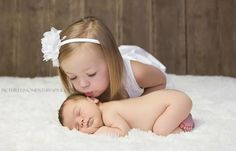 big sister kissing newborn baby brother--Must do this with Anita and the baby <3