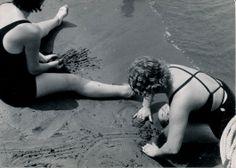 Divertimento senza tempo sulla spiaggia di Sestri Levante. (Photo: Bruno Stefani) #SestriLevante #Riviera #Liguria #anniTrenta #viaggi #vacanza #holiday #the1930s #journey