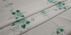 Vintage Rectangular Embroidered Tablecloth, Handmade Applique Embroidery, White and Shades of Green, 125x165cm/49.2x65in Plaid Tablecloth, Lace Doilies, Tablecloths, Embroidery Applique, Vintage 70s, Shades Of Green, Unique Jewelry, Handmade Gifts