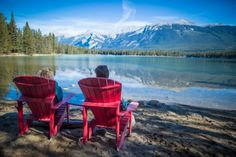 Get out there and explore Canada with the best natural wonders in the country. See aurora borealis and then tuck yourself into an affordable hotel in Calgary after hiking in the great outdoors for the ultimate Canadian adventure. Hotels In Calgary, Affordable Hotels, Canada, Real Estate Tips, Outdoor Furniture Sets, Outdoor Decor, Parcs, Historical Sites, Natural Wonders