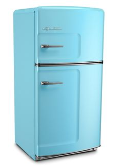 Big Chill Retro Fridges keeps your food cold and your kitchen looking cool. A retro refrigerator can look incredible in a modern kitchen, if you can find one and pay the hefty price for restoration. Big Chill offers the look of a retro refrigerator with all of the modern amenities of today's refrigerators. Our Original Size Big Chill retro refrigerator has a classic pivoting handle and stamped metal body, just like they used to make them. Choose this one in Beach Blue! #bigchill