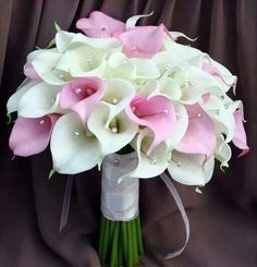 Pink and white boquet.