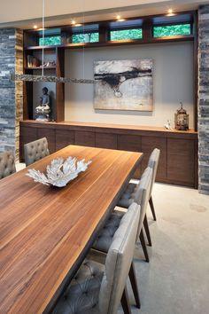 Moderna mesa de comedor con sillas contemporáneas