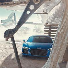 """108.7 ezer kedvelés, 248 hozzászólás – Audi (@audi) Instagram-hozzászólása: """"10-cylinders rest in the shadows. #WantAnR8 #SpeedGoals"""""""