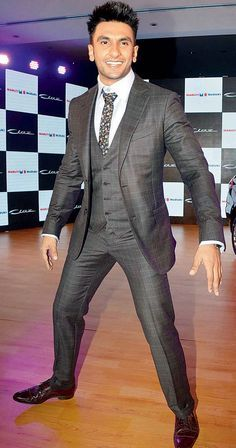 Grey suit Ranveer si