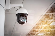 Cctv camera hanging on the roof | Premium Photo #Freepik #photo #technology #camera #security #cctv Video Surveillance Cameras, Cctv Surveillance, Cctv Security Cameras, Security Cameras For Home, Macro Lens Photography, Glass Building, Ptz Camera, Video Security, Memory Storage