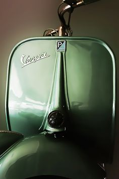 """The Vespa is a line of scooters patented on April 1946 by the company Piaggio & Co, S. The name Vespa, which means """"wasp"""" in Italian, was chosen by Enrico Piaggio. Piaggio Vespa, Scooters Vespa, Motos Vespa, Vespa Ape, Lambretta Scooter, Vintage Vespa, Vespa Retro, Vintage Italy, Vintage Cars"""