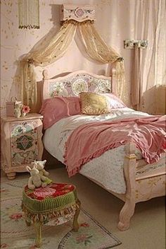 The princess the pea fairytale beds dreams are made of for Housse de couette linen chest