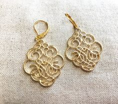 These are lovely large filigree earrings dangled from 14k gold plated lever back earrings. The filigree is a lovely intricate design. The filigree pendants are approx an 1 tall and an 1 across. They have a nice weight with out being to heavy. Great for a gift or for yourself. Comes in a jewelry box with a polishing cloth and a gift card ready for gifting. Ships first class mail. If you want tracking or priority please purchase the additional postage from the front page.