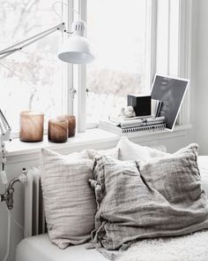 Warm Bedroom Ideas 8410091969 Eye Catching answers for a first rate diy home decor bedroom vintage Fab Bedroom decor pinned on this fun day 20190706 Cozy Bedroom, Home Decor Bedroom, Bedroom Interiors, Bedroom Brown, Bedroom Inspo, Bedroom Ideas, Minimalist Bedroom, Minimalist Home, Cheap Home Decor
