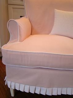 Slipcovers with pleat edge and piping in contrasting color Custom Slipcovers, Furniture Slipcovers, Slipcovers For Chairs, Upholstered Furniture, Slipcover Chair, Pretty Knives, Take A Seat, Little Girl Rooms, Chair Covers