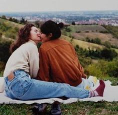 Couple Questions To Answer Together Key: 7940109126 Cute Lesbian Couples, Lesbian Love, Cute Relationships, Relationship Goals, Couples Vintage, Want A Girlfriend, The Wombats, The Love Club, Gay Aesthetic