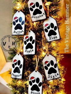 Dog Christmas Ornaments, Christmas Wood, Christmas Projects, Christmas Decorations, Christmas Sayings, Etsy Christmas, White Christmas, Pet Christmas Stockings, Cute Christmas Gifts