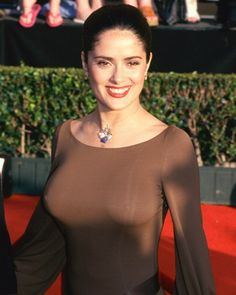 Salma Hayek is a great actress and sexy woman who showed her charms in several films. See hot pics of Salma Hayek and sexy scenes from her movies. Selma Hayek, Salma Hayek En Bikini, Salma Hayek Body, Salma Hayek Measurements, Salma Hayek Pictures, Manequin, South Indian Actress Hot, Beauty And Fashion, Bikini Pictures