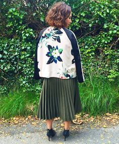 spring, summer, ss16, trend, style, fashion, pleated skirts, pleated, pleats, bomber, jackets, topshop, zara, floral, design, green, black, cream, office, shoes, boots, booties, pointed toe, ysl, designer, bag, satchel, monogram, pompoms, statement necklace, choker, embellished, raybans, sunglasses, green lense, wayfarer, grey, tshirt, primark, penneys, smile, blogger, gingham and sparkle, ireland, irish blogger, dubai blogger, shopping, online, strike a pose, stylist, love, my style, jacket