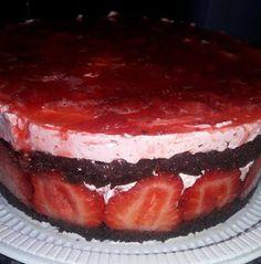 ΜΑΓΕΙΡΙΚΗ ΚΑΙ ΣΥΝΤΑΓΕΣ 2: Αφράτη μυρωδένια φραουλένια τούρτα !!! Cookbook Recipes, Cooking Recipes, Chocolate, Greek Recipes, Easy Desserts, Tiramisu, Cheesecake, Deserts, Food And Drink