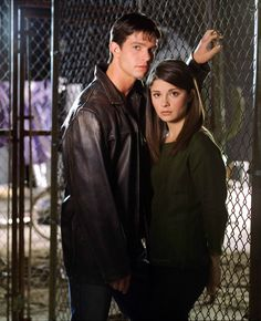 Roswell, Shiri Appleby and Cast photos Enjoy 5 galleries of Roswell TV Series, starring the lovely Shiri Appleby (Liz Parker), Katherine Heigl (Isabel Evans), Emilie de Ravin (Tess Harding), Majand…