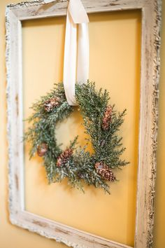 Inspiration: A vintage frame. Ideas for guest bedroom above dresser Guest Bedroom Decor, Guest Rooms, Spite House, Holiday Ideas, Holiday Decor, Vintage Frames, Blue Design, Merry And Bright, Christmas Inspiration