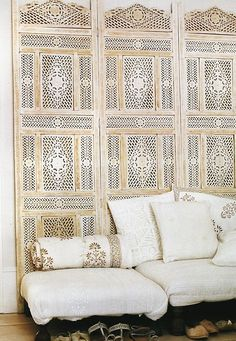 ornamental room divider as wall decoration / headboard