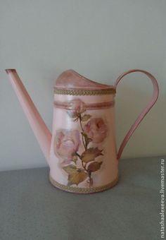 """Лейка """"Розовые розы"""" - декупаж, ручная работа. Используется для полива цветов и в качестве декоративной вазы."""