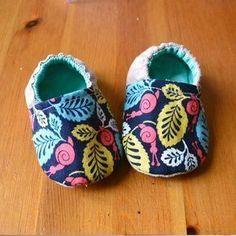 Des jolis kits de couture par My Little Bag   Tuto & Patron : Les petits chaussons pour bébé