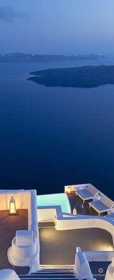 Chromata Santorini: Cycladic architecture and volcano views