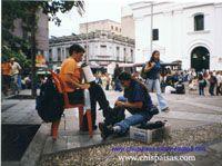 CRÓNICAS URBANAS DE MEDELLÍN COLOMBIA ..........Ana Delia una lustrabotas muy especial del parque Berrío ..........  http://www.chispaisas.info/anadelia.htm