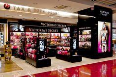 Mostaza Design | Dufry | México | Duty-free shop |Victoria's Secret corner | #retaildesign #mostazadesign #dufry #interiordesign #interiors #retail #dutyfree #travelretail