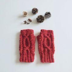 アランの手紡ぎハンドウォーマー  赤|手袋・ミトン|ハンドメイド通販・販売のCreema