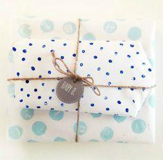 papier blanc pois bleus
