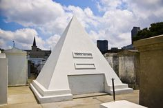 Nic Cage's tomb, St. Louis No.1